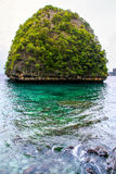 Krabistrand en bergboot op het mooie strand, Thailand Royalty-vrije Stock Fotografie