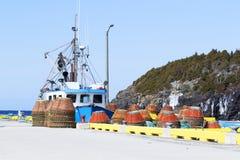 Krabvallen op een werf in landelijk Newfoundland Royalty-vrije Stock Fotografie