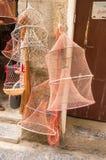 Krabvisnet van elke mogelijke omvang op de haven van Cefalu royalty-vrije stock afbeeldingen