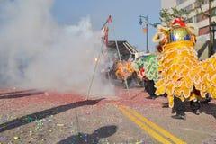 Kracher des Chinesischen Neujahrsfests während 117. goldenen Dragon Pars Stockbild