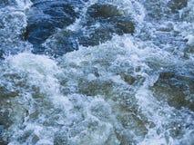 Krachtig bergstroom van water Stock Foto's