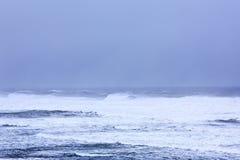 Krachtig de winteronweer op de Atlantische Oceaan stock afbeelding