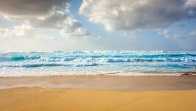 Krachtige blauwe golven van Hawaï royalty-vrije stock foto's