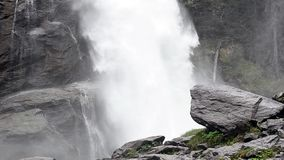 Krachtige waterval stock videobeelden