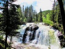 Krachtige waterval in Valdres Noorwegen royalty-vrije stock afbeeldingen