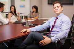 Krachtige zakenman in een bureau Royalty-vrije Stock Afbeelding