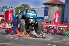 Krachtmeting 03 van de Vrachtwagen van het monster Stock Afbeelding