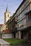 Kraemberbruecke och Roter Turm i Erfurt Arkivfoto