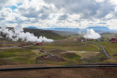 Krafla geotermisk kraftverk, regnig dag, nordliga Island Arkivbild