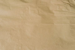 Kraft brunt papper och skrynklig bakgrundstextur med utrymme Arkivfoton