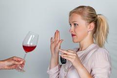 Kraftfahrer lehnte alkoholisches Getränk ab Lizenzfreies Stockbild