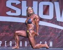 Kraftig kanadensisk kvinnlig kroppsbyggare på Toronto 2018 pro-Supershow Royaltyfria Foton