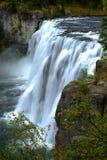 Kraftig Mesa Falls Large Waterfall River kanjon Royaltyfri Bild