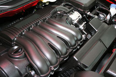 Kraftig motor av den röda bilen Royaltyfri Fotografi