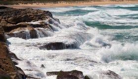 Kraftig vågvattenfall Arkivfoto