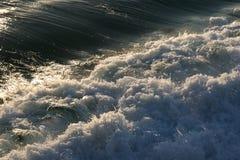 kraftiga waves Royaltyfri Bild
