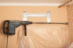 Kraftigt håla in väggen Royaltyfri Foto