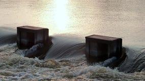 Kraftigt vattenflöde Arkivbilder