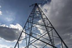 Kraftledning med himmel Fotografering för Bildbyråer