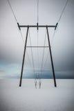 Kraftledningar för hög spänning i Island royaltyfri fotografi