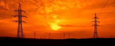 Kraftledningar på solnedgången Royaltyfri Fotografi