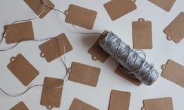 Kraftpapier-prijskaartjes stock afbeelding