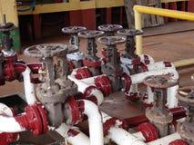Kraftstoff-Ringleitung auf einem kleinen Tanker in den Antillen. lizenzfreie stockbilder
