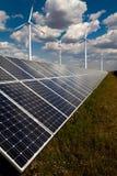 Kraftverk genom att använda förnybar sol- energi Arkivfoto