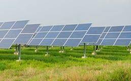 Kraftverk genom att använda förnybar sol- energi Royaltyfria Bilder