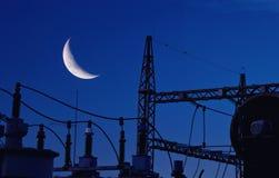 Kraftverk med månen Fotografering för Bildbyråer