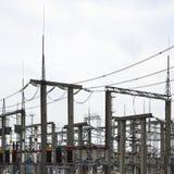 Kraftverket är en station av omformning Många kablar, pol Royaltyfria Bilder