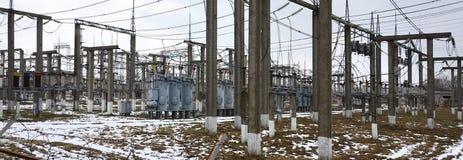 Kraftverket är en station av omformning Många kablar, pol Royaltyfria Foton