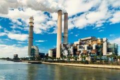 Kraftverket är en viktig kol-avfyrad kraftverk Under winten Arkivbild