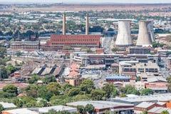 Kraftwerk, Bahnstation und Taxistand in Bloemfontein Lizenzfreies Stockbild