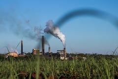 Kraftwerk in der Zuckerrohrplantage Stockfotos