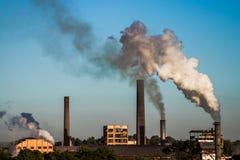 Kraftwerk in der Zuckerrohrplantage Lizenzfreie Stockfotografie
