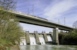Kraftwerk des Aargau-Berichts-Schweizer Bezirk-EWZ auf dem Limmat lizenzfreie stockbilder