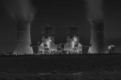 Kraftwerk des fossilen Brennstoffs Lizenzfreie Stockfotos