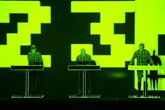 Kraftwerk i konsert royaltyfri bild