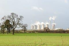 Kraftwerk im Land Lizenzfreies Stockbild