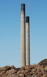 Kraftwerk-Kamin-Kontrolltürme Stockbild