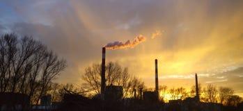Kraftwerk que coze a fogo brando - por do sol de Viena fotos de stock