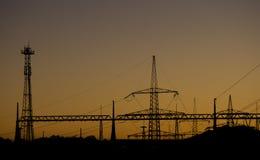 Kraftwerk-Schattenbild im Sonnenuntergang Lizenzfreie Stockfotos