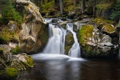 Krai Woog Gumpen vattenfall arkivfoton