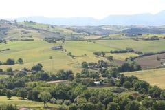 Krajów wzgórzy krajobraz w Marche, Włochy Fotografia Royalty Free