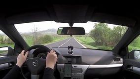 Kraj de Machuv, República Checa - 14 de abril de 2017: conducción del coche en la ruta 15 en el kraj de Machuv del área turística almacen de metraje de vídeo