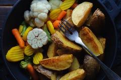 Kraj piec grule z warzywami w prażak niecce zdjęcie stock