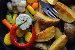 Kraj piec grule z warzywami w prażak niecce obrazy stock