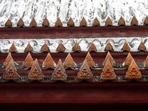 Krajang-en el tejado-wat tailandés Yai Suwannaram Foto de archivo