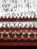 Krajang-på det thailändska taket-wat Yai Suwannaram Arkivfoto